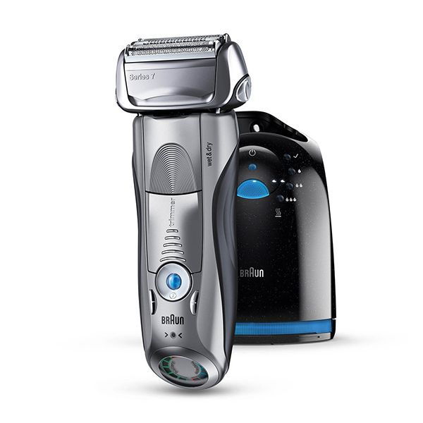 Braun Series 7 Wet&Dry Shaver with Clean&Charge Station Image